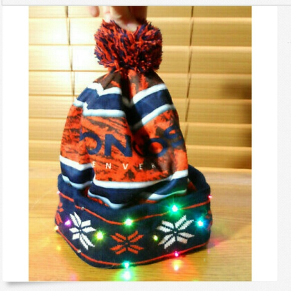 d9116972 DENVER BRONCOS Light Up Beanie Hat Football gear